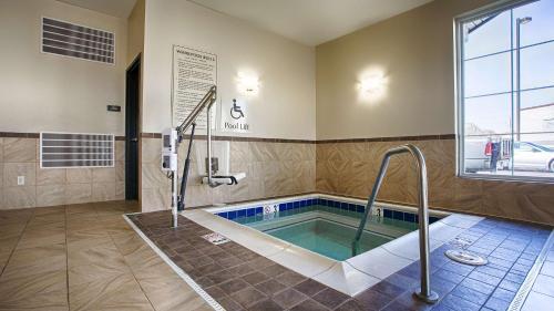 Best Western Shelby Inn & Suites - Shelby, MT 59474