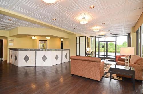 Best Western Cades Cove Inn - Townsend, TN 37882