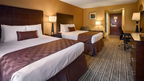 Best Western Plus Harrisburg East Inn & Suites - Harrisburg, PA 17111