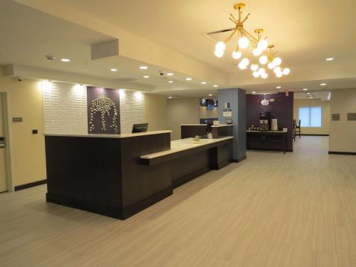 Best Western Plus Erie Inn & Suites - Erie, PA 16509-4619