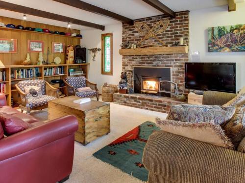 Rawhide Ranch - Tahoe City, CA 96145