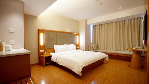 JI Hotel Shanghai Railway Station West Tianmu Road Ограниченное предложение - Без суеты - Улучшенный номер с кроватью размера «queen-size»