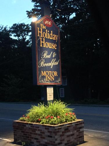 The Holiday House - Scarborough, ME 04074