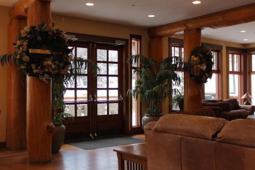 Snow Creek Lodge by Fernie Lodging Co - Accommodation - Fernie