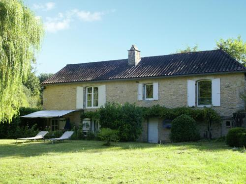 . Holiday Home in Villefranche-du-Perigord with Private Pool