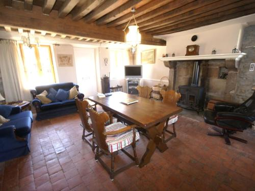 . Quaint Holiday Home in Dun-les-Places with Large Garden