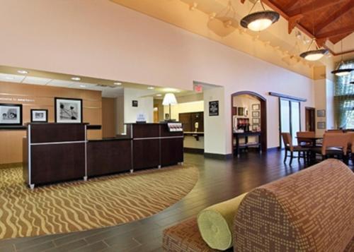 Hampton Inn & Suites Newtown - Yardley, PA 19067