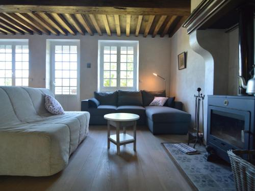 . Beautiful Holiday Home with Sauna in Montigny-en-Morvan