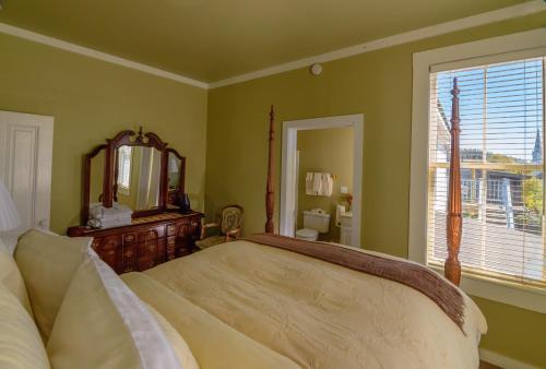 Nicholson House Inn & Spa - Mendocino, CA 95460