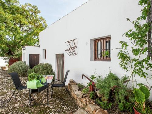. Vintage Farmhouse in Algarinejo with Terrace