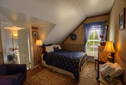 Queen Room with Meadow View - Not Pet Friendly