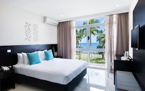 . Tanoa International Dateline Hotel