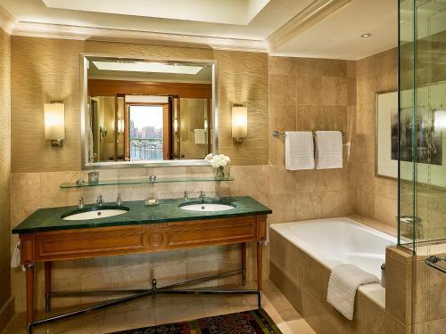 Four Seasons Hotel Cairo at Nile Plaza - image 5