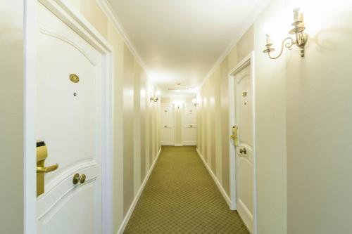 Claridge Hotel photo 21