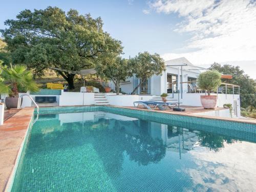 Modern Villa in Moclinejo with Private Pool - Accommodation - Moclinejo