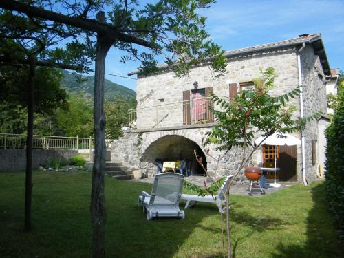 . Cozy Holiday Home in La Souche by Le Lignon River