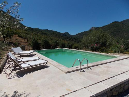 Spacious Holiday Home with Swimming Pool in Montaulieu - Location saisonnière - Montaulieu