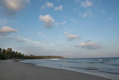 Katuwenewatta, Moraketiara, Nakulugamuwa, Tangalle, 82200, Sri Lanka.