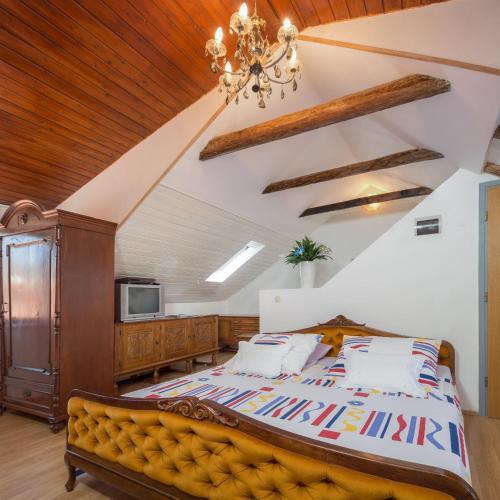 Apartment Patricia, Pension in Trogir