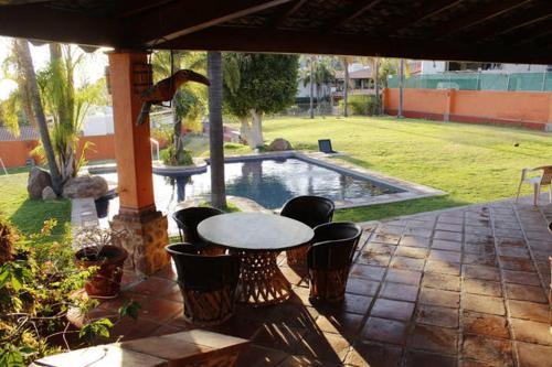 Casa Con Alberca Terraza Y Vistas Al Lago In Mexico