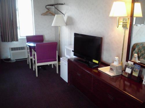 Budget Host Inn Somerset - Somerset, PA 15501