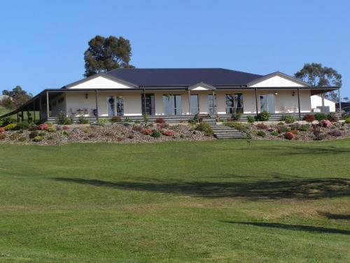 Nyora Lodge B&B - Accommodation - Nyora