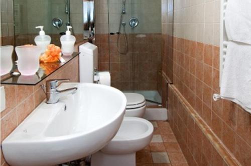 B&B Leonardo Трехместный номер с собственной ванной комнатой вне номера