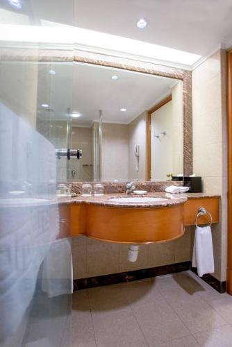Deluxe Double or Twin Room with Hill View (Triple Occupancy)