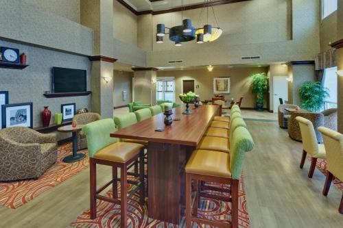 Hampton Inn & Suites Sacramento-Airport-Natomas - Sacramento, CA CA 95834