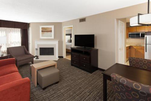 Homewood Suites By Hilton Indianapolis-At The Crossing - Indianapolis, IN 46240