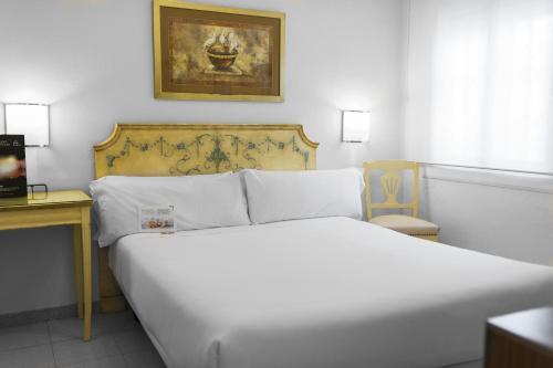 Mesón Castilla Atiram Hotels photo 20