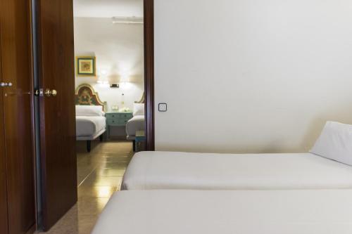 Mesón Castilla Atiram Hotels photo 22