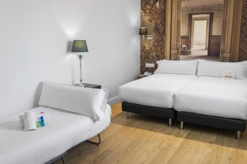 Mesón Castilla Atiram Hotels photo 32