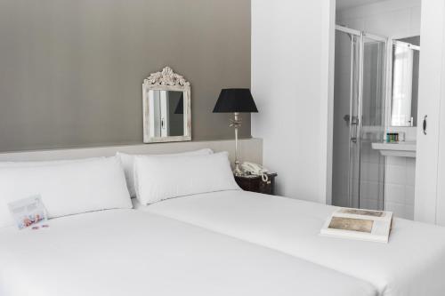 Mesón Castilla Atiram Hotels photo 40