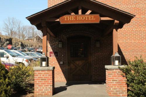 Diamond Mills Hotel And Tavern
