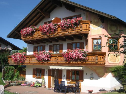 . Beautiful Apartment in Ingenried with Bavarian Alps View
