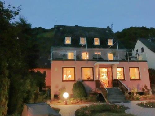 . Cozy Holiday Home in Sankt Goarshausen near River Rhine