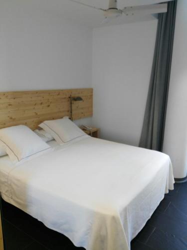 Small Double or Twin Room Tierra de Biescas 34