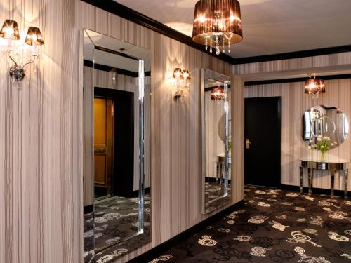 The Lord Nelson Hotel & Suites - Photo 6 of 54