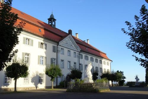 . Tagungshaus Schönenberg