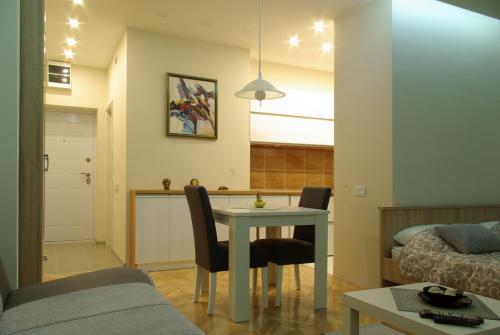 Square Studio Apartment - Niš