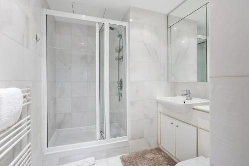 5 Star Central London 3 Bedroom Apartment photo 14