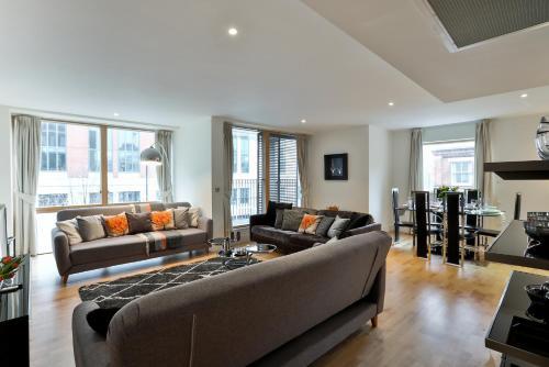 5 Star Central London 3 Bedroom Apartment impression