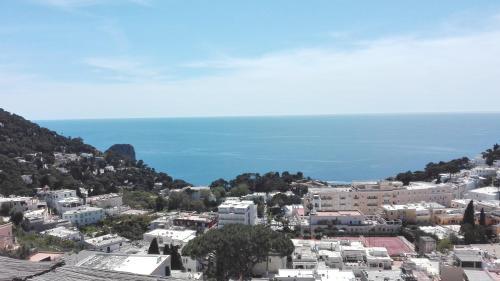 Sunshine Apartment, Pension in Capri