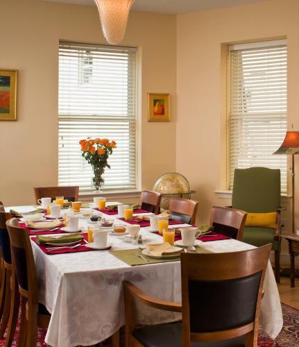 Woodley Park Guest House - Washington, DC 20008