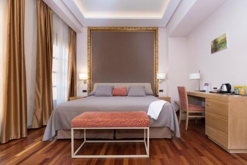Deluxe King Room Casa Consistorial 6