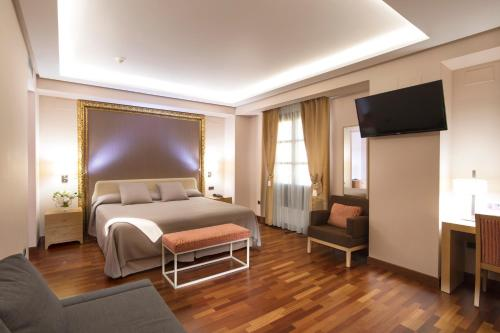 Deluxe King Room Casa Consistorial 7