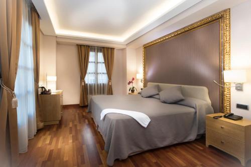 Deluxe King Room Casa Consistorial 8