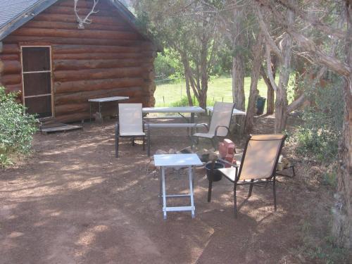 Abajo Haven Guest Cabins