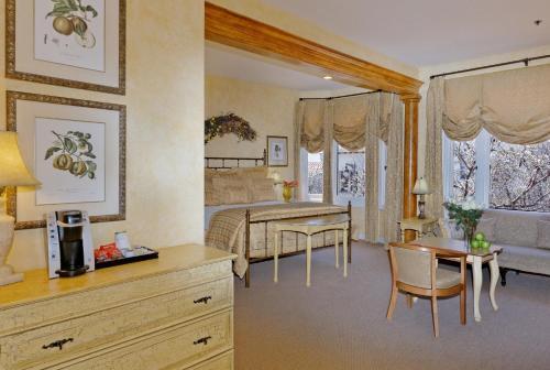 . Hotel Sausalito
